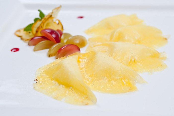 Ravioli z ananasu plněné vanilkovým mascarpone